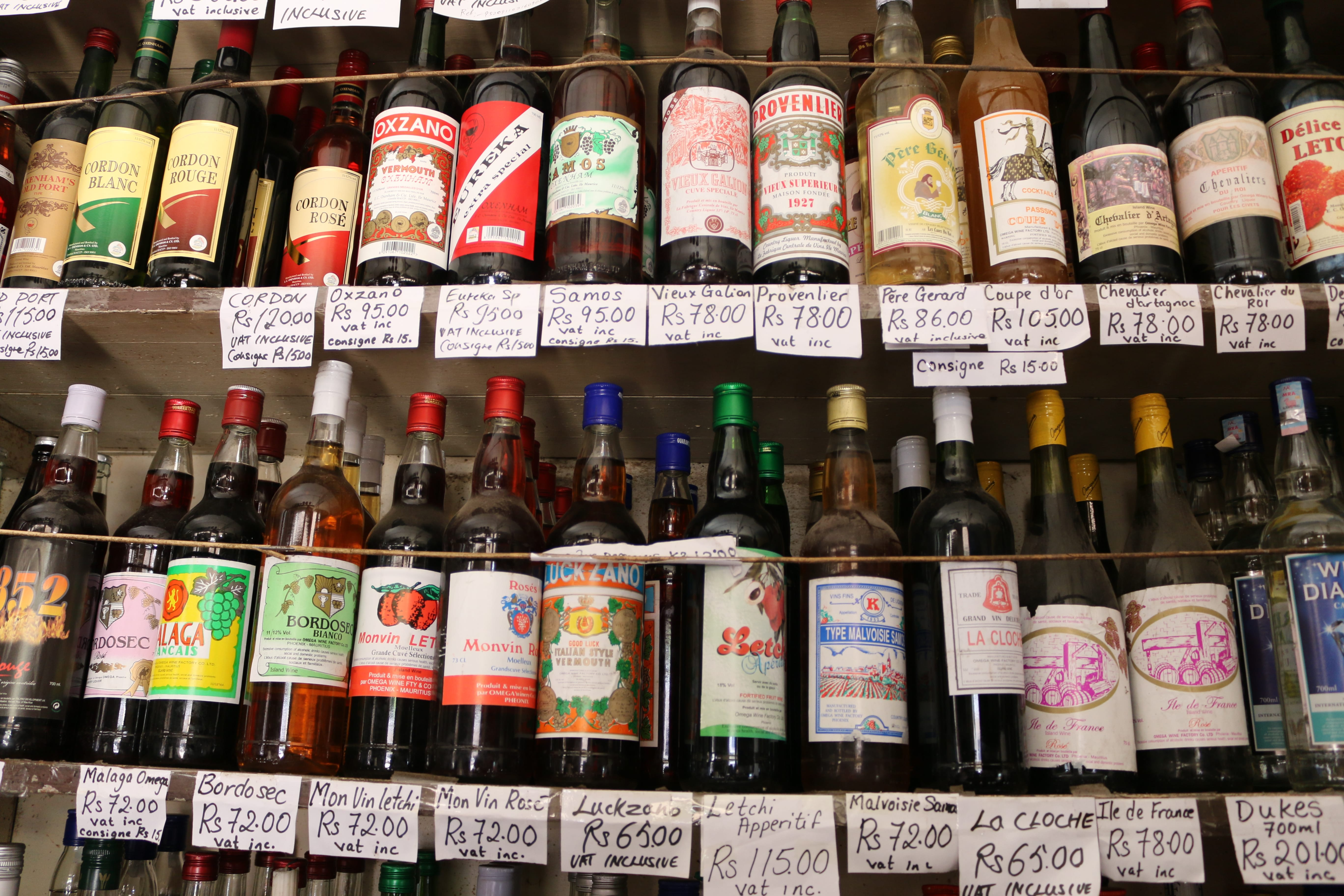 Ile Maurice village boutique chinoise bouteilles alcool