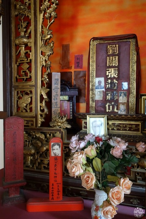 china_town_visit_port-louis_pagoda_ancestors