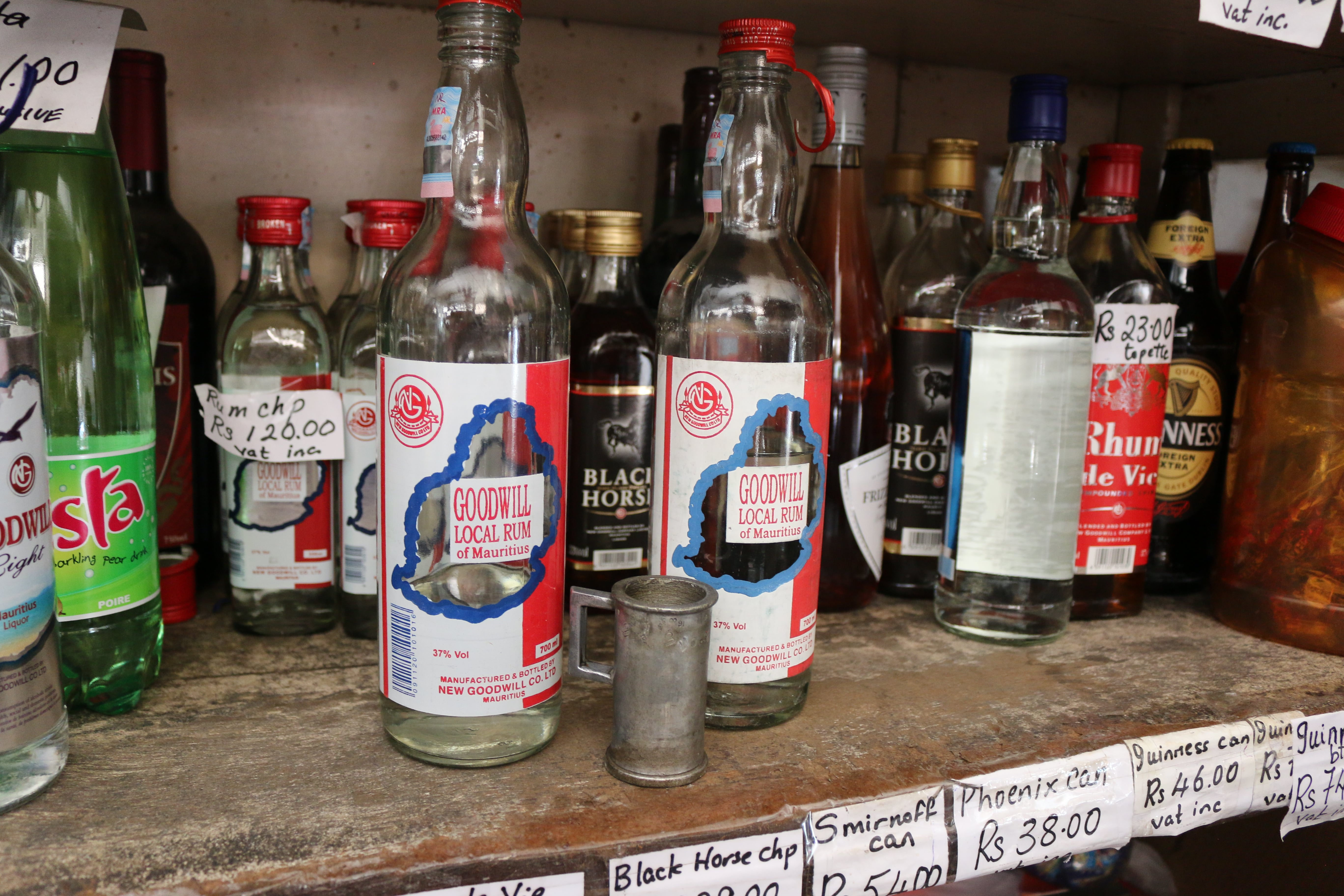 Ile Maurice Vieux Grand Port boutique chinoise rhum topette